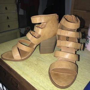Size 9 women's mudd brand heels never worn